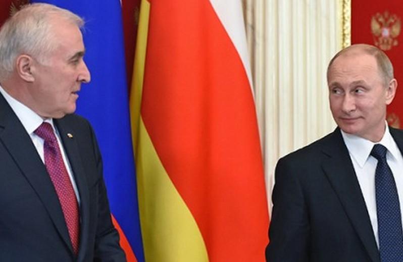 Южная Осетия проведет референдум о вхождении в состав России в 2017 году