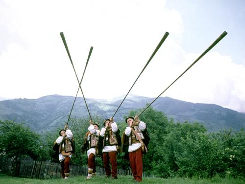 Трембита – самый длинный музыкальный инструмент в мире. Как их делают?