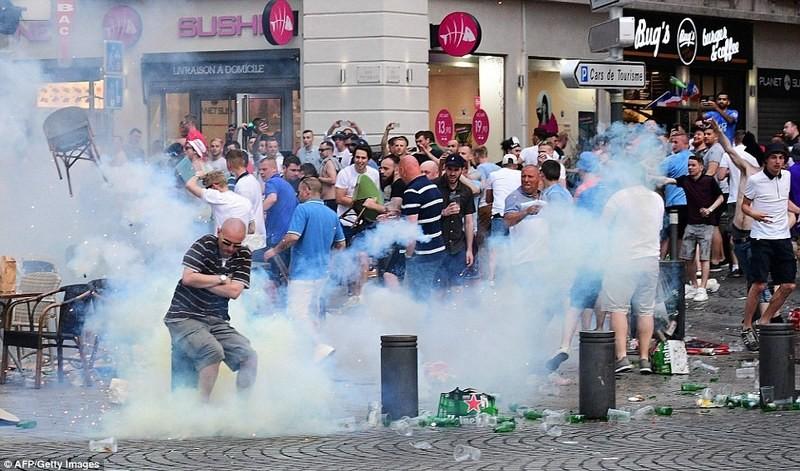 Полиция изъяла весь алкоголь у делегации российских фанатов во Франции