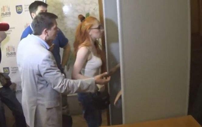 На сессии Львовского горсовета произошла стычка между активистами и муниципальной дружиной