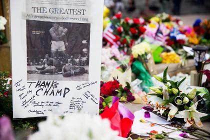 Гроб с телом Мохаммеда Али понесут Леннокс Льюис и Уилл Смит