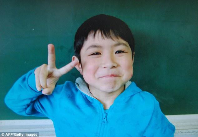 В Японии нашли мальчика, которого родители неделю назад оставили в лесу в воспитательных целях