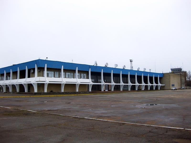 """""""Украэропроект"""" советует сделать Николаевский аэропорт грузовым. Но вначале отремонтировать дороги"""