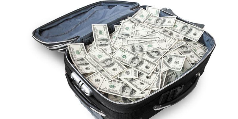 Кому два чеченца из РФ везли десять чемоданов наличных долларов через Бейрут?
