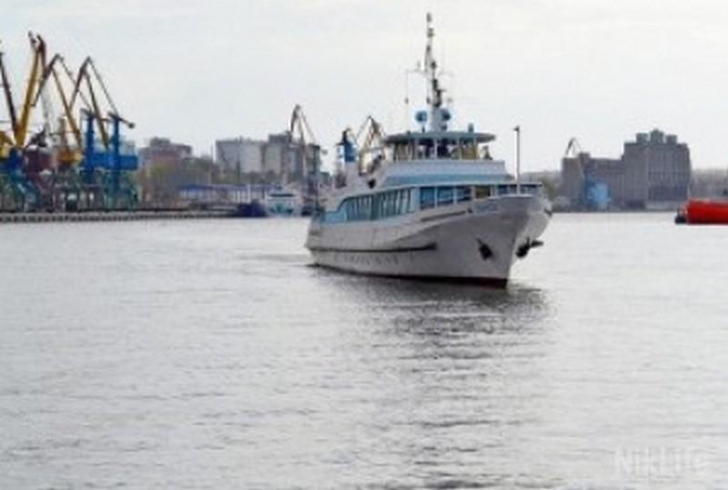 Администрация речных портов и министр инфраструктуры Омелян отказались возить николаевских льготников на катере в Малую Корениху – это убыточно
