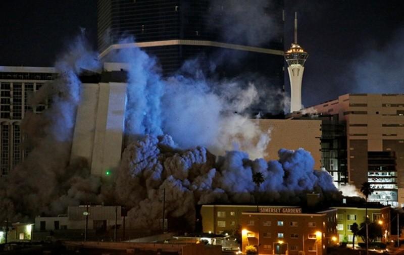 Появилось эффектное видео взрыва знаменитого казино в Лас-Вегасе