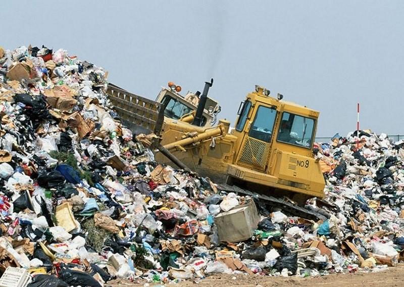 В Кабмине заявили о временном решении проблемы утилизации львовского мусора: его вывезут на другие полигоны области