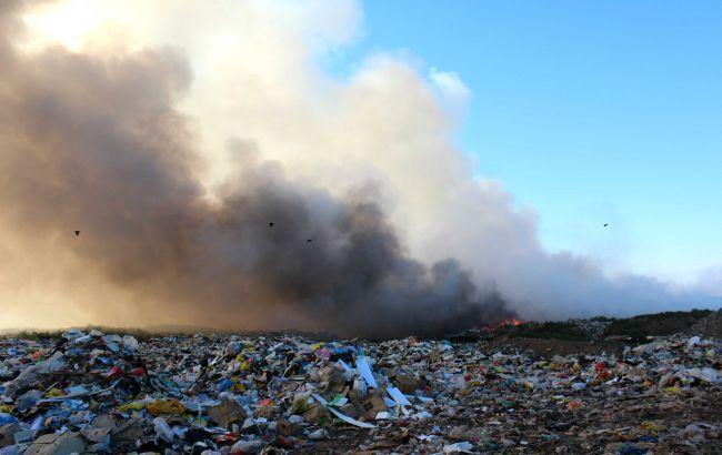 На свалке Жидачева во Львовской области четвертый день продолжается пожар