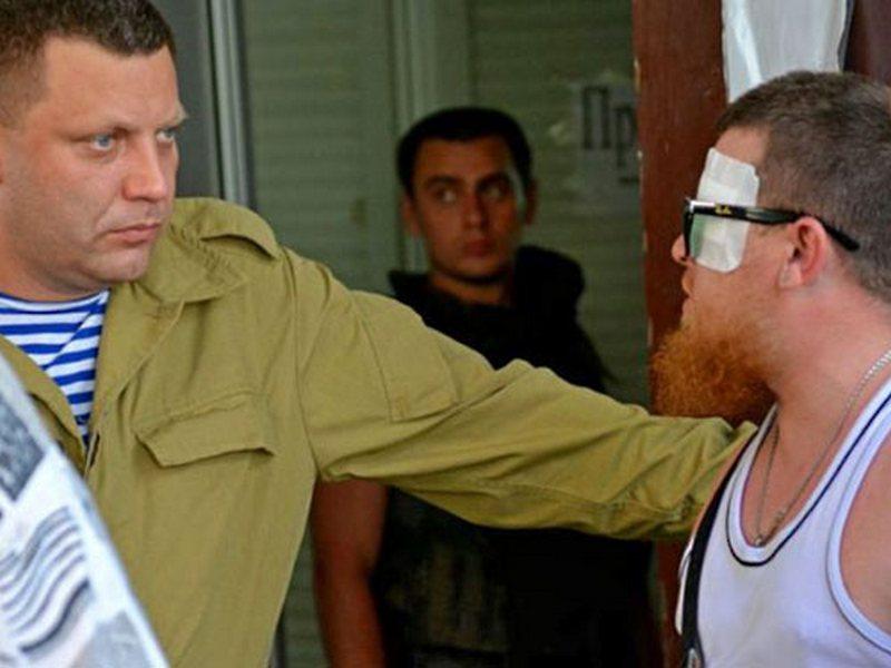 За секунды до взрыва. В Сети появились кадры того, как Захарченко и его сопровождение заходят в ресторан Сепар