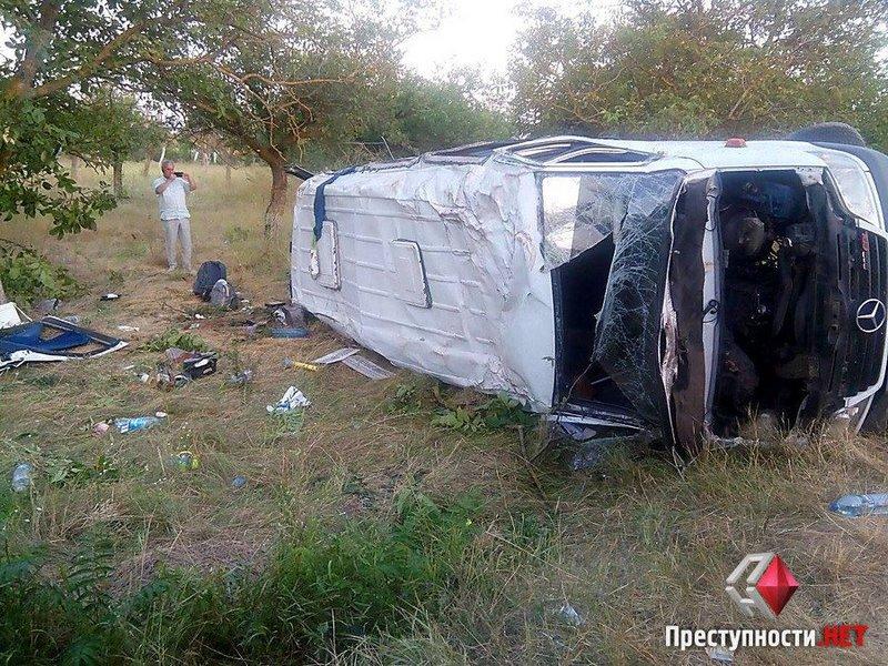 Под Николаевом пьяный водитель зерновоза протаранил микроавтобус – 1 человек погиб, 10 тяжело ранены
