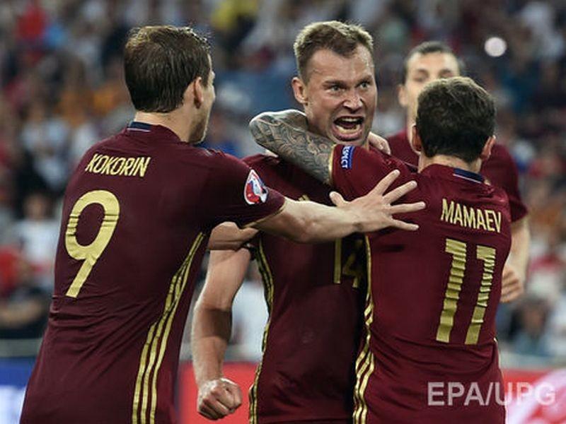 Футболисты сборной России после вылета с Евро 2016 потратили €250 тыс. на шампанское – СМИ