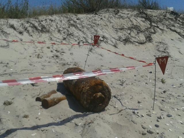 На Кинбурнской косе возле базы отдыха «Ракета-2» нашли авиационную бомбу ФАБ-50. И кое-что помельче