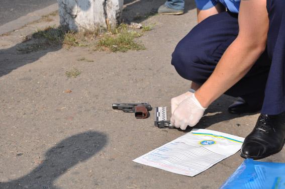 Раннее утро в Николаеве может быть опасным: мужчина угрожал пистолетом двум девушкам