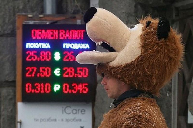 В Киеве кассир псевдообменника попытался сбежать с $16 тысячами клиента