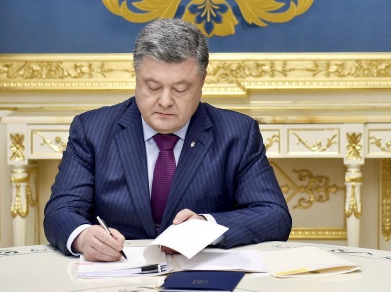 Порошенко одобрил закон об ответственности за буллинг