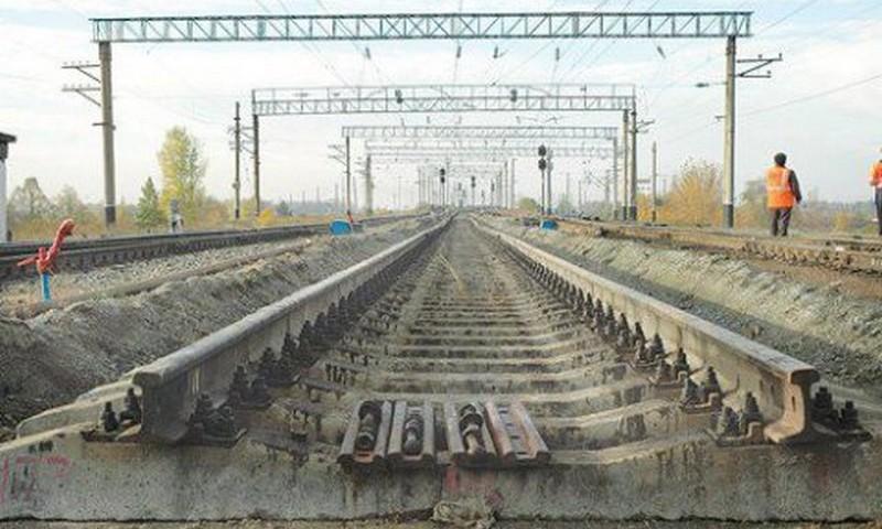 Карстовый провал на железной дороге: УЗ изменила график и маршрут ряда поездов 5