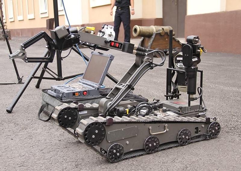 Дистанционное разминирование. Аваков сообщил о закупке роботов-саперов