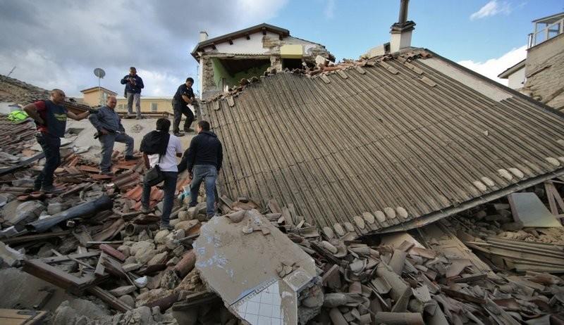 Италию после землетрясений затопило. Закрыто 25 дорог