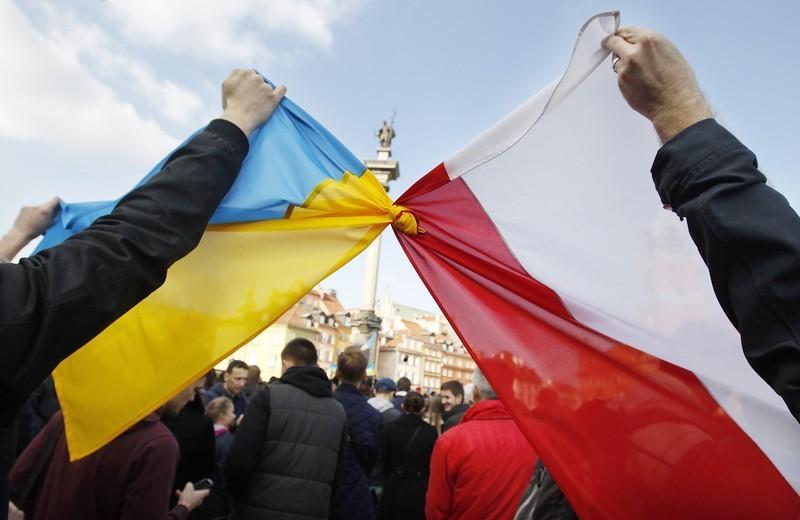 МИД Польши пригрозил запретить въезд украинцам с антипольскими взглядами