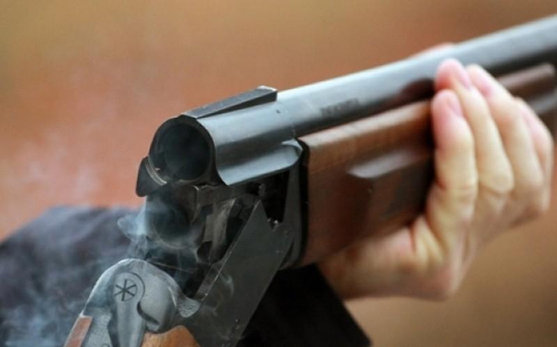 С заряженным ружьем в машине: на Николаевщине мужчина, возвращаясь с охоты, получил огнестрельное ранение в шею