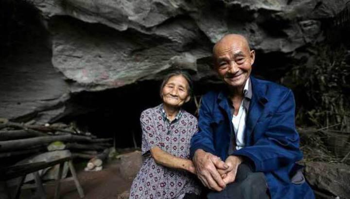 Квартирный вопрос. Китайская семья уже 54 года живет в пещере и съезжать не хочет