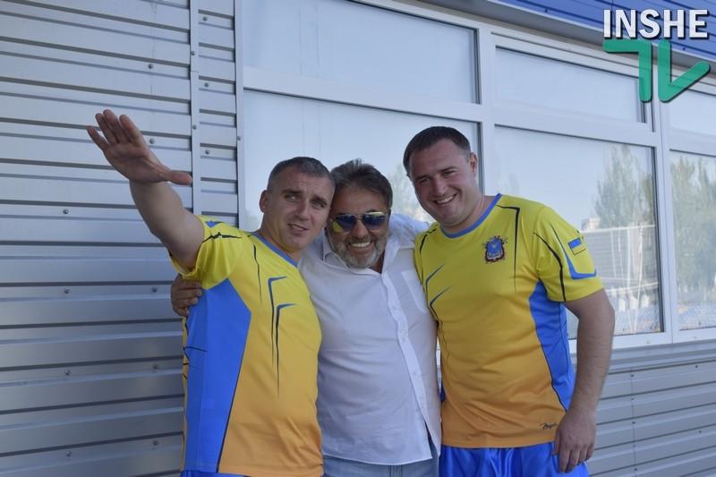 В День города известные николаевцы сразились на футбольном поле со звёздами украинской эстрады