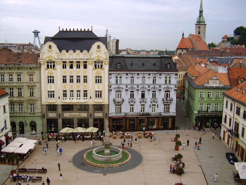 Не закрывать, а открывать новые магазины решили в Словакии. Пик коронавируса там ждут в середине июля