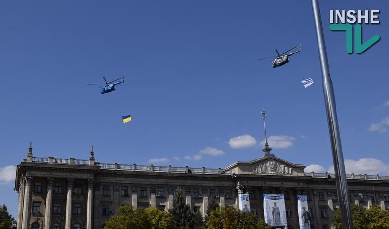 Флаги над городом. В День рождения Николаева над Соборной кружили вертолеты