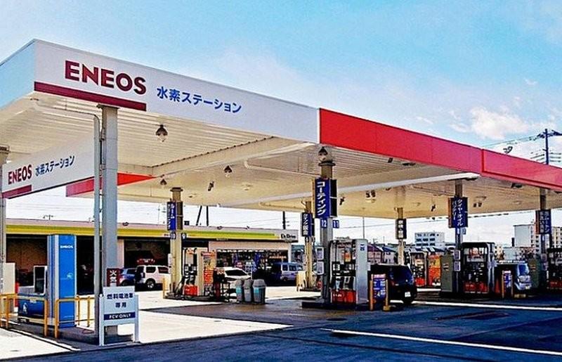 В японском городе Фукуока заправляют автомобили из канализации