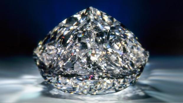 Алмазы под ногами. В Анголе по ошибке построили дорогу из кусков породы, в которой нашли гигантский алмаз