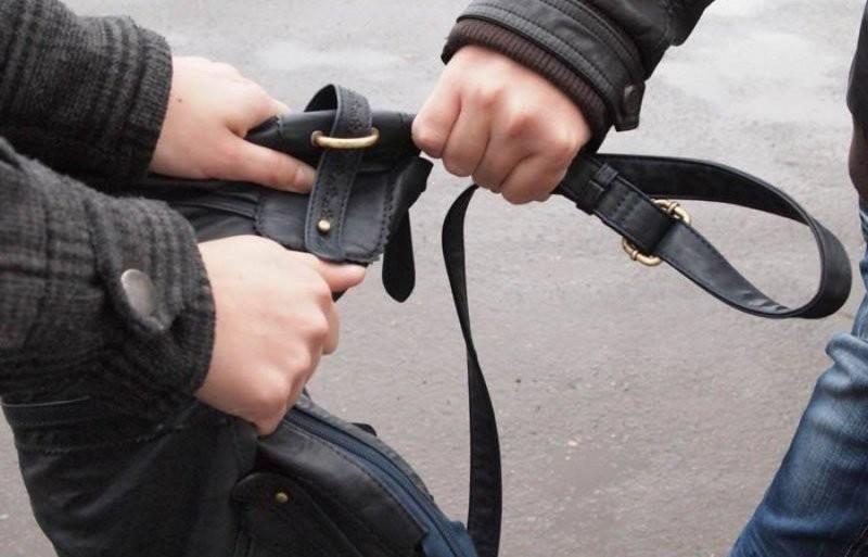 Ирония судьбы: двое южноукраинцев 17-ти и 18-ти пошли на ограбление, чтобы заказать проститутку, и вместе с полицией вернулись на место преступления