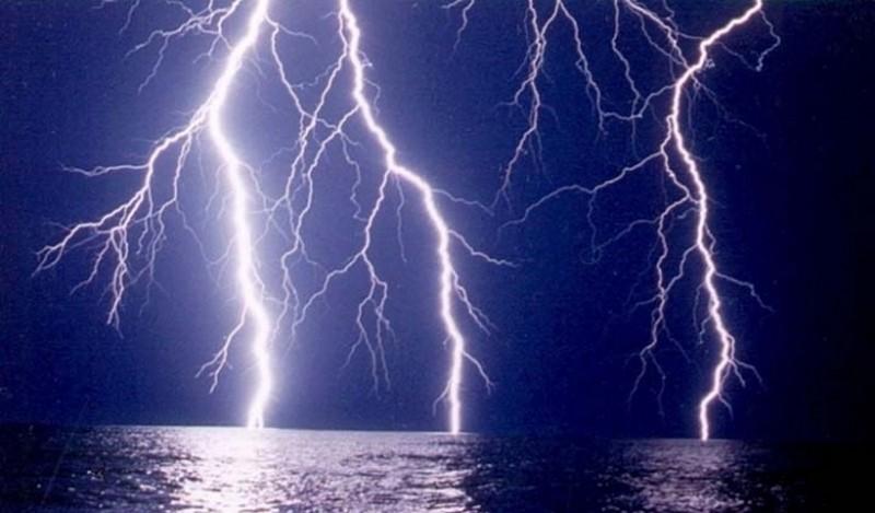 В США на пляже от удара молнии пострадало 8 человек