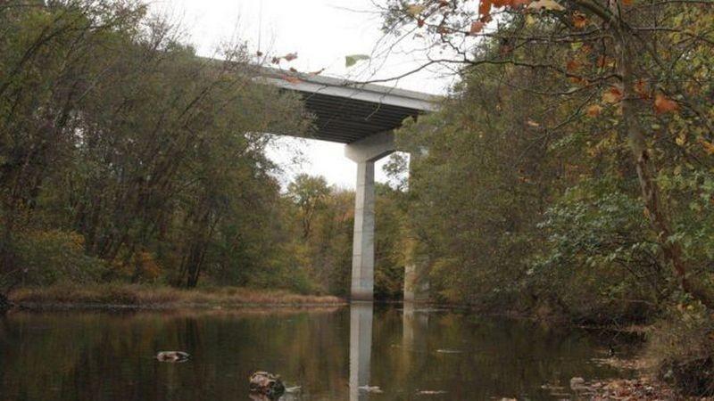В Житомирской области беременная женщина пыталась прыгнуть с моста