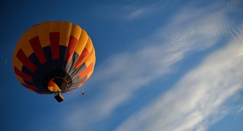Воздушный шар с пассажирами затянуло в мощный вихрь – видео