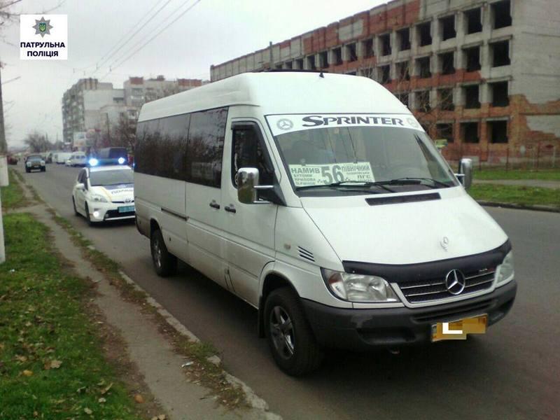 В Николаеве по 56-му маршруту водитель перевозил пассажиров «под кайфом». Но пассажиры за него заступались