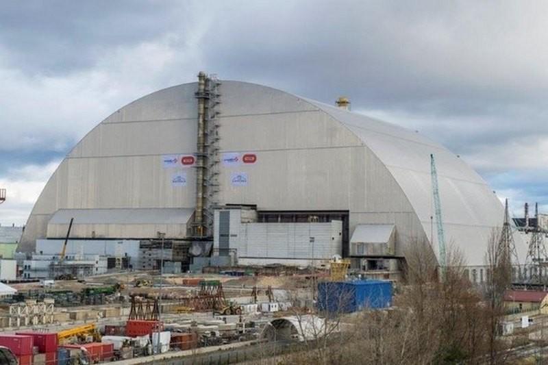 Над четвертым энергоблоком Чернобыльской АЭС возвели новый саркофаг, рассчитанный на 100 лет