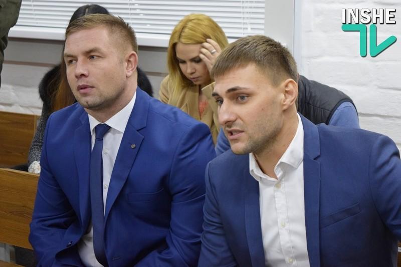 «Нет, лишать свободы не надо» — потерпевший по делу мажоров-дебоширов таксист дал в суде Николаева показания