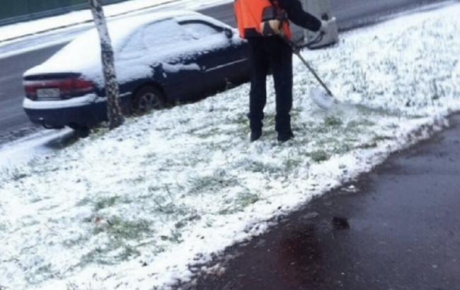«Дело есть у нас в самый трудный час»: выпавший в Москве снег – не повод не косить траву