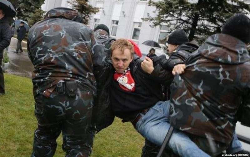 Когда «вчера» встречается с «сегодня»: в Минске пытались сорвать открытие памятника Ленину, но не удалось