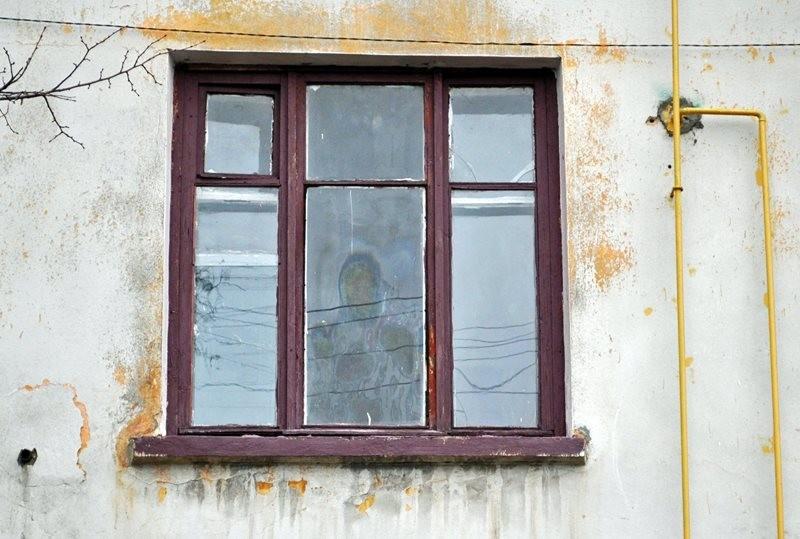Чудо или? В Николаевской области на окне проявился лик Богородицы