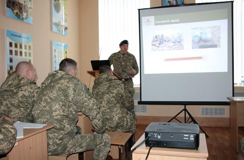 Инструкторы Королевских Вооруженных сил Великобритании научат украинских военных логистике: в Николаеве стартовал уникальный курс