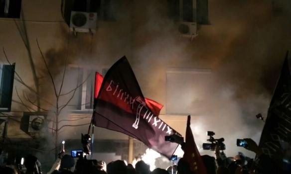 В Киеве подожгли офис Медведчука