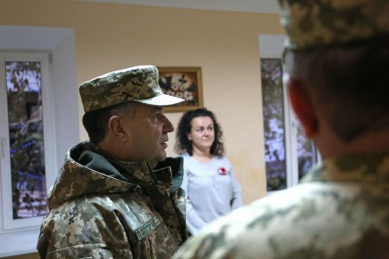 Министр обороны Украины в Николаеве ознакомился с работой Центра по отбору кандидатов на воинскую службу по контракту