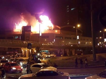 Шесть человек погибли в пожаре в бизнес-центре в Алматы