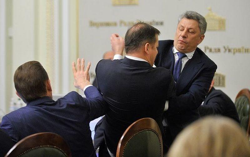 По факту драки Бойко и Ляшко открыли уголовное дело – «оппозиционеру» грозит до 8 лет лишения свободы