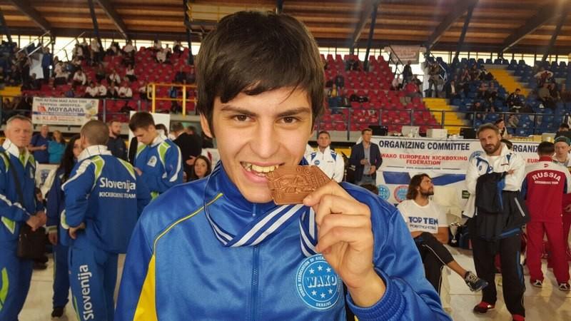 Студенческий мэр Николаева завоевал на чемпионате Европы по кикбоксингу «бронзу»