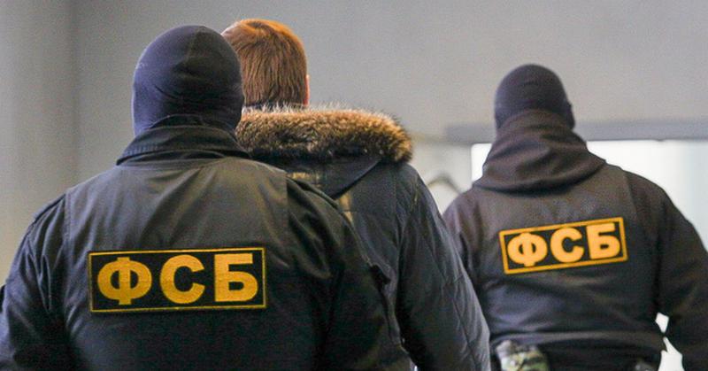 """Российские спецслужбы выманили из Украины человека, опубликовавшего """"переписку Суркова"""" – СМИ"""