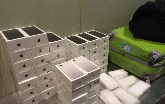 Во Львове задержали контрабандную партию из 413 телефонов iPhone