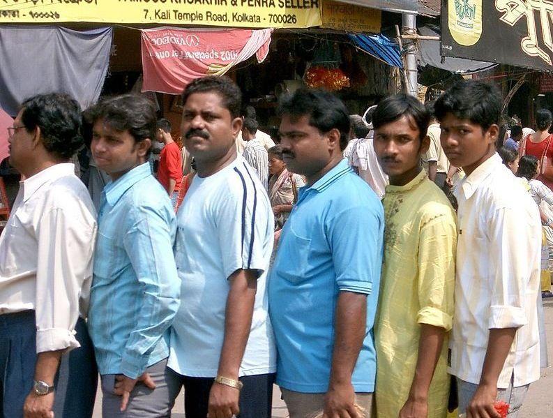 В Индии грузовик врезался в митингующих — десятки раненых