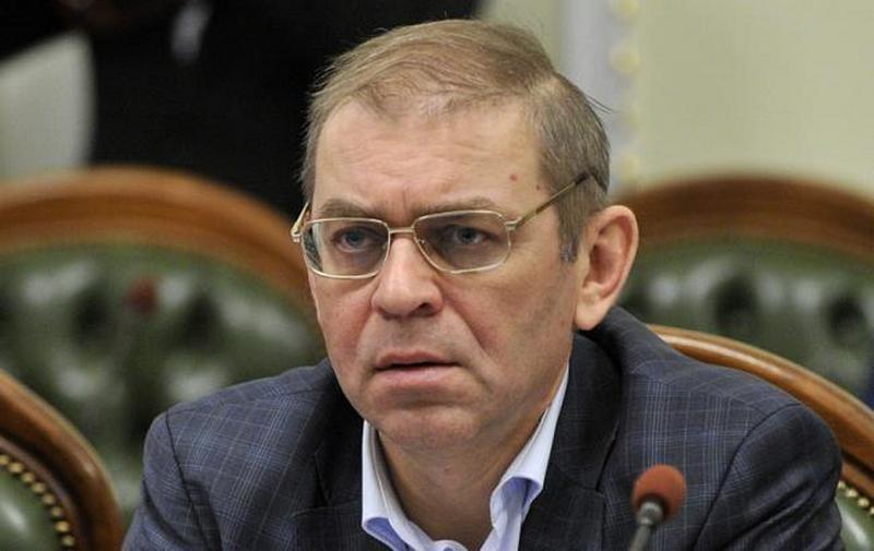 Народный депутат Пашинский выстрелил в ногу мужчине, который якобы напал на него с бутылкой